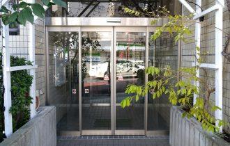 フロアヒンジドアから自動ドアに改修外観